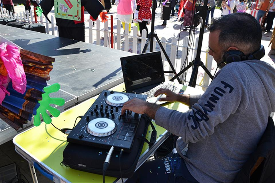 Dj with Full sound system by airgame