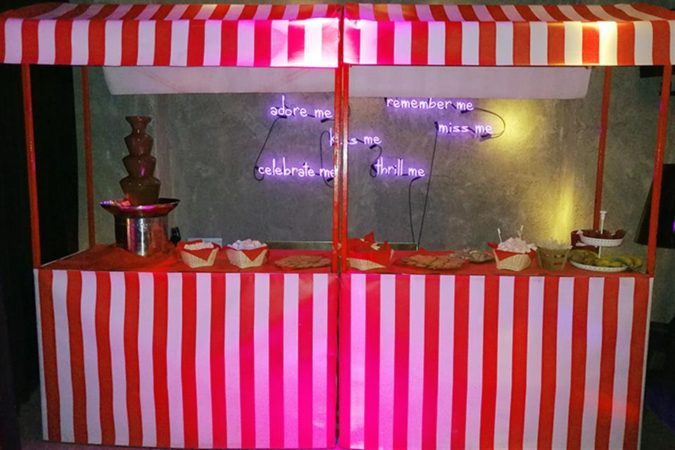 Chocolate fountain on stand by airgame