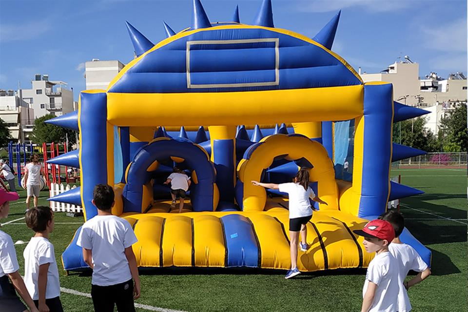 Inflatable Spike Run by airgame