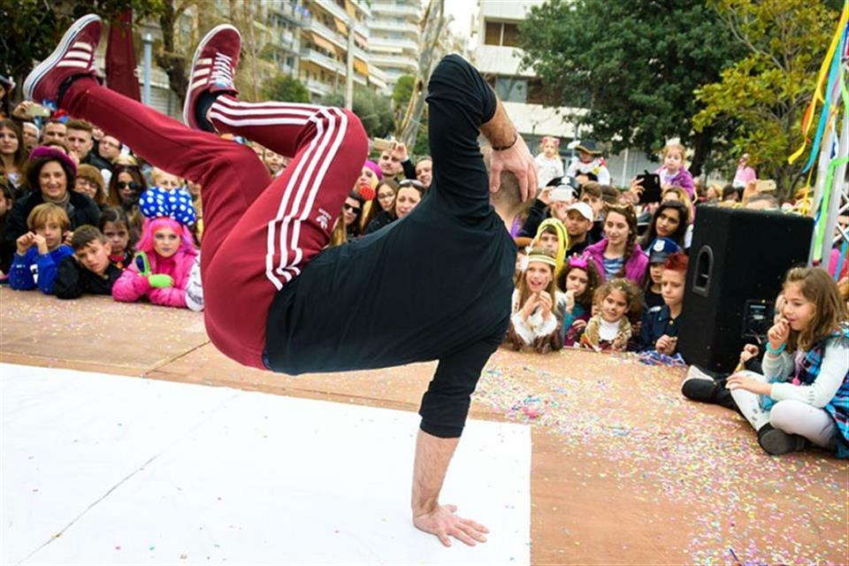Breakdancers by airgame