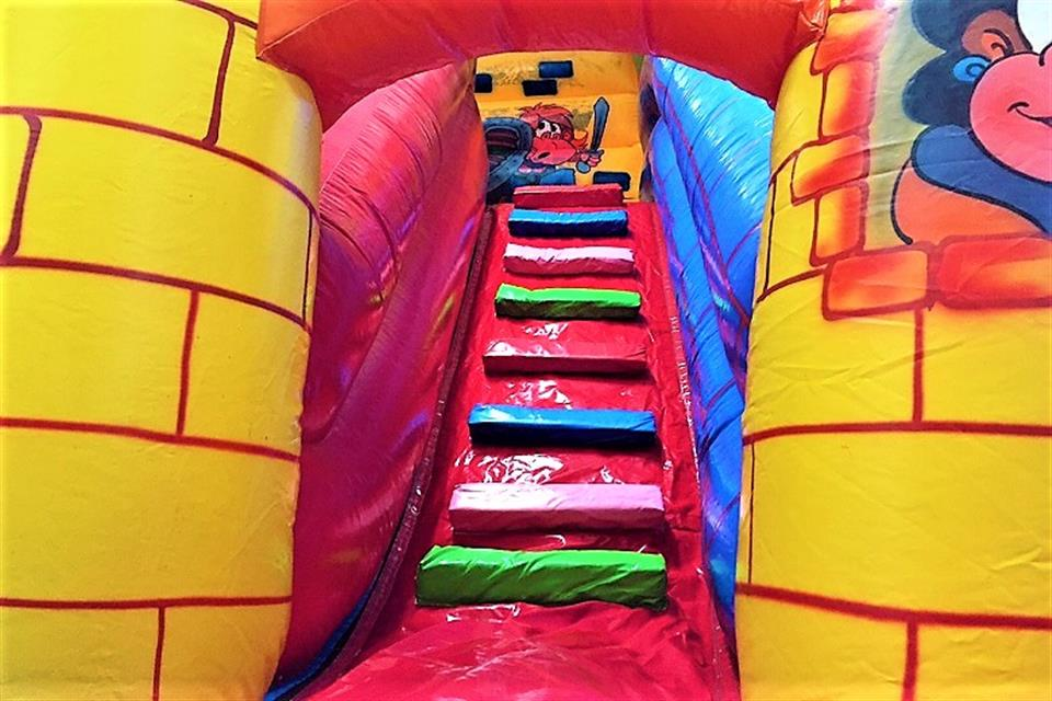 Castle slide with stairs by airgame