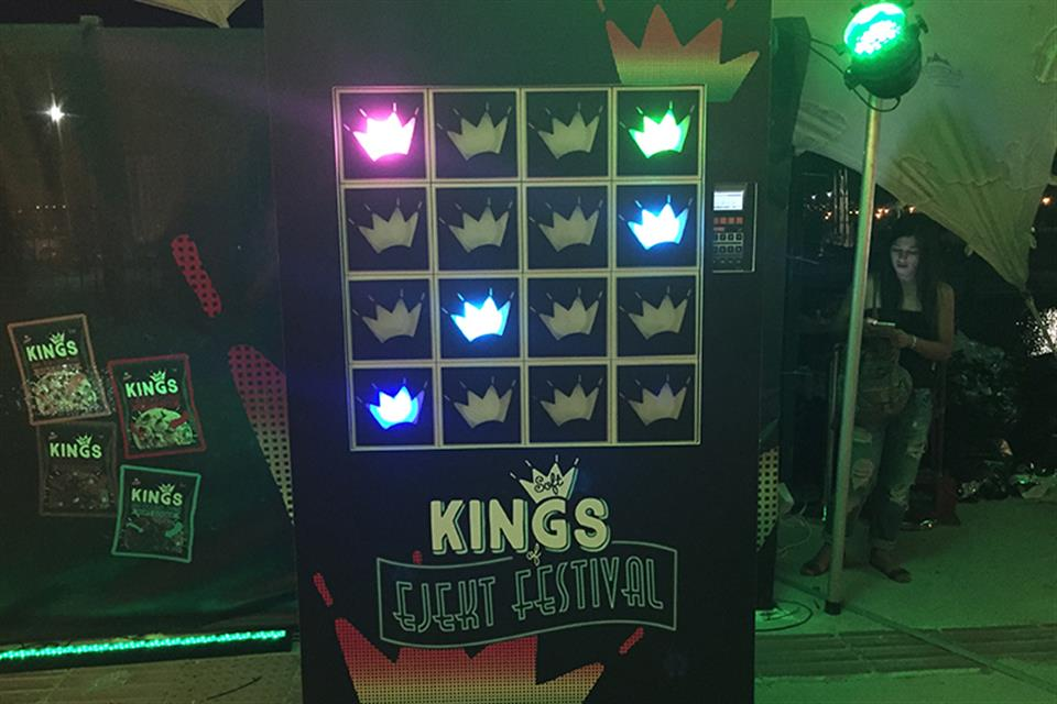 Reaction Wall Kings by airgame